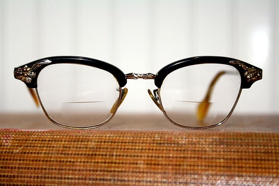 Vintage Eyeglasses / Cat Eye and Rhinestones